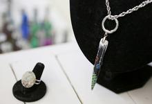 Nathalie Nails - Galeries Photos    Bijoux fait main à l'acrylique avec la chaîne et la bague-nl